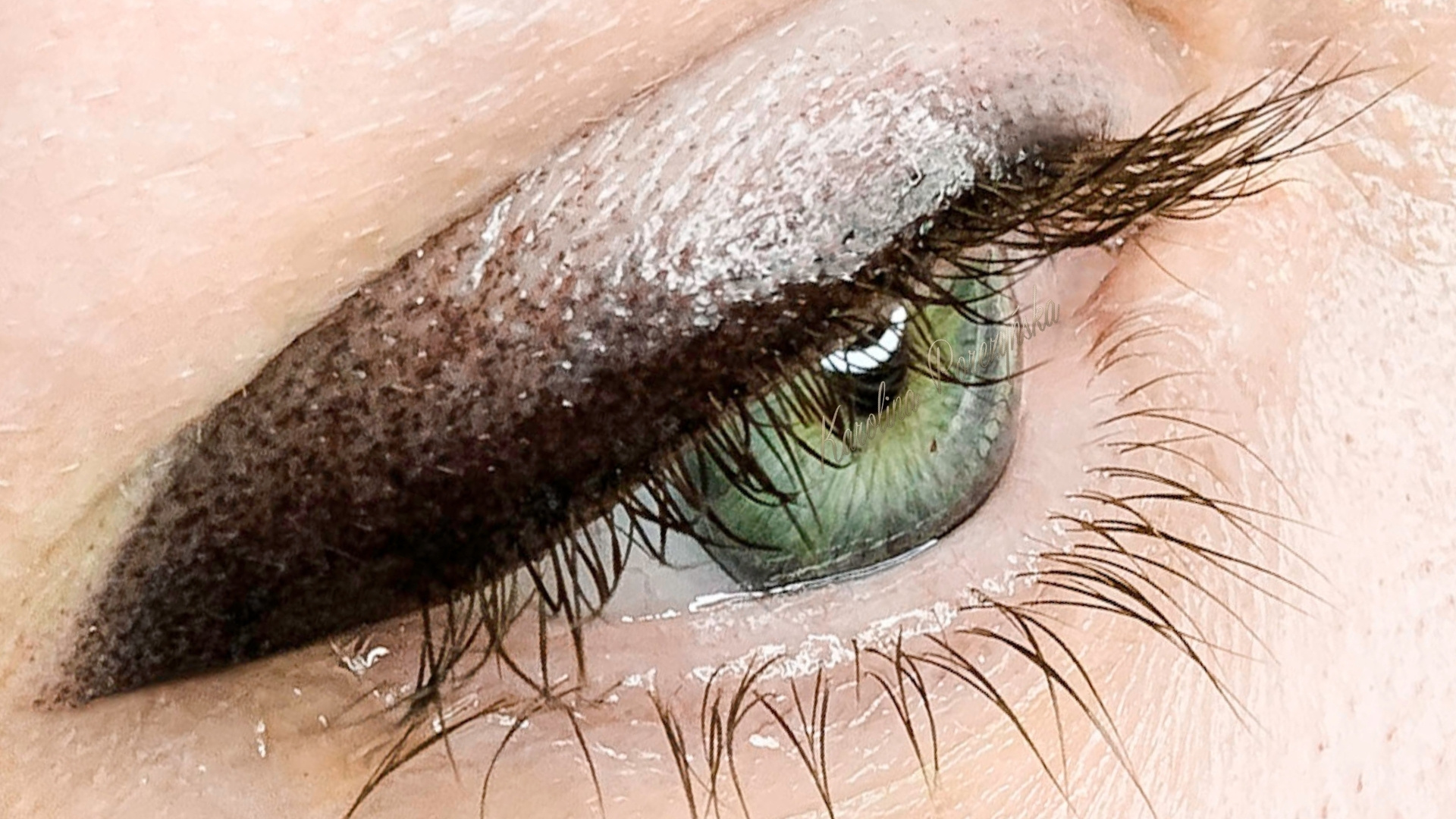 Courses of permanent eyeliner include classic or shaded eyeliner